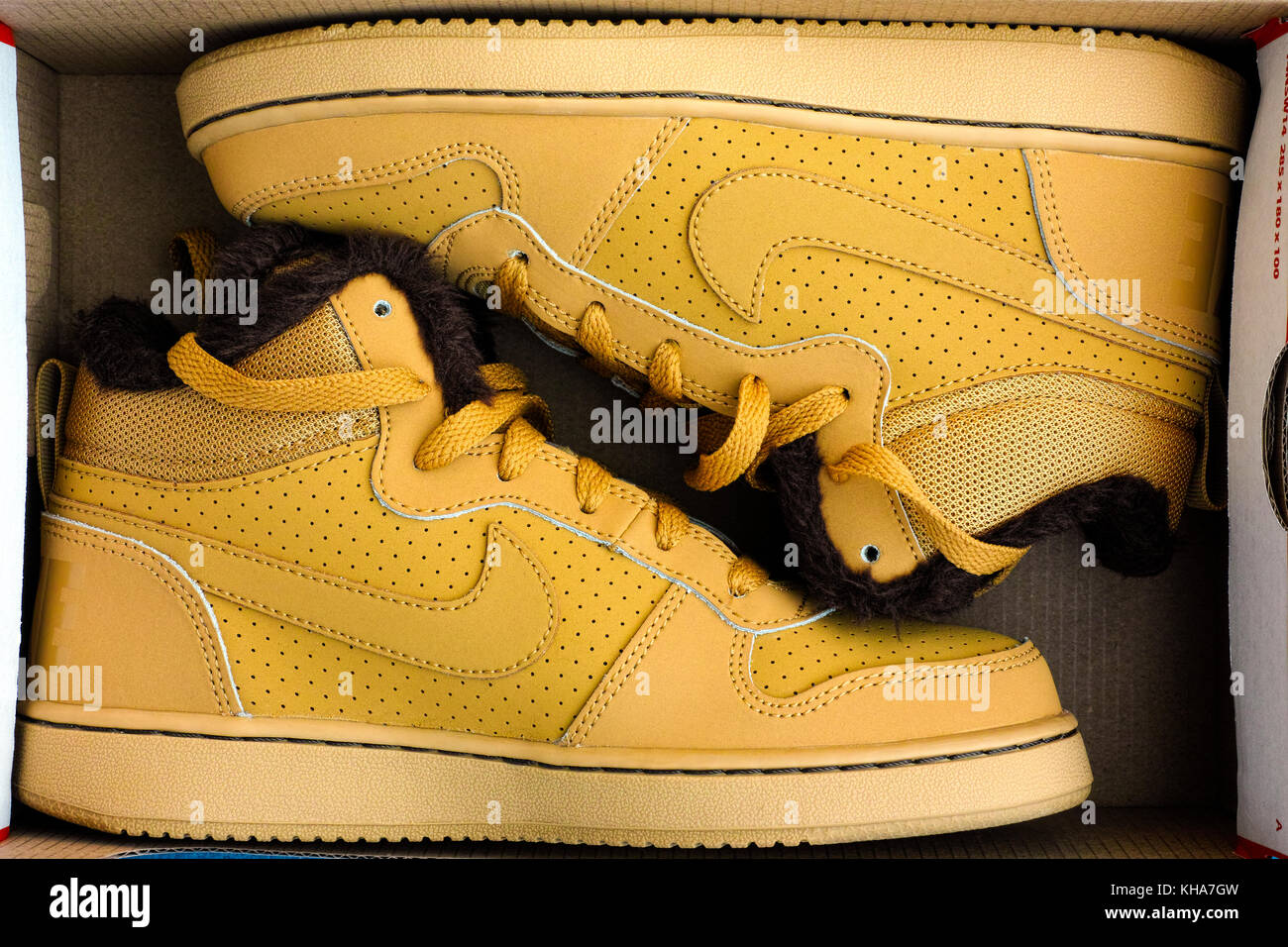 95481ebb5a39d Shoe Box And Shoes Stockfotos   Shoe Box And Shoes Bilder - Alamy