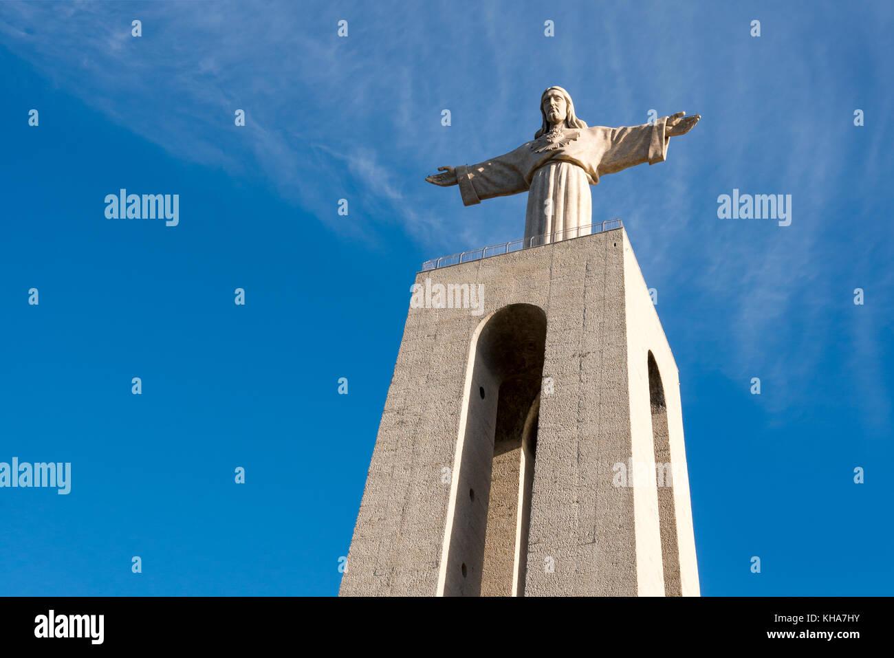 "Statue ""Cristo Rei in Almada, auf den Fluss Tejo Stockbild"