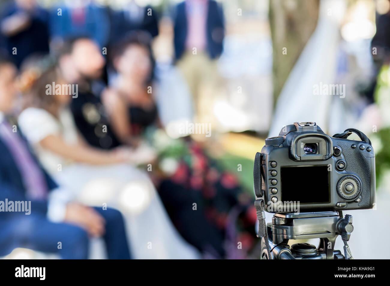Full Frame reflex DSLR-Kamera auf Stativ Aufnahme der Trauung. Nicht ...
