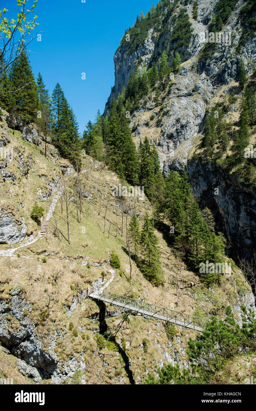 Stangensteig Wanderweg, Brücke als alternative Wanderweg durch die höllentalklamm, Garmisch - Partenkirchen, Stockbild