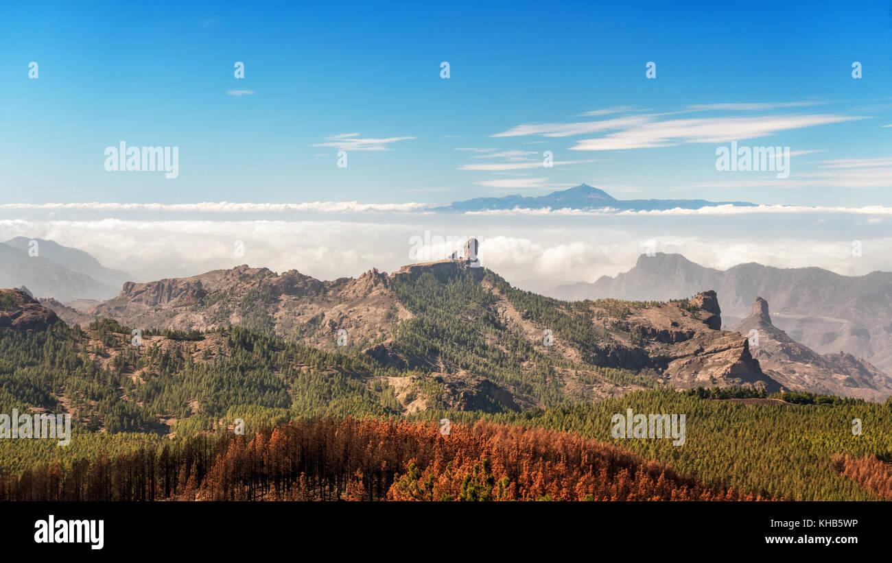 Die Berge im Inland von Pico de las Nieves (Gipfel von Gran Canaria) über den Roque Nublo und Teide auf Teneriffa, Stockbild