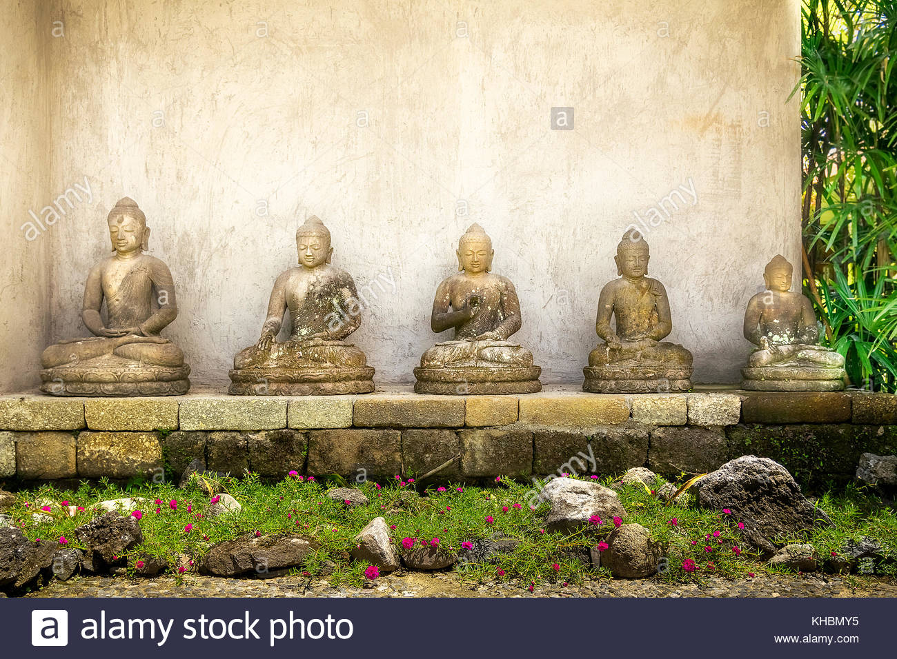 buddha figure at borobudur stockfotos buddha figure at borobudur bilder alamy. Black Bedroom Furniture Sets. Home Design Ideas