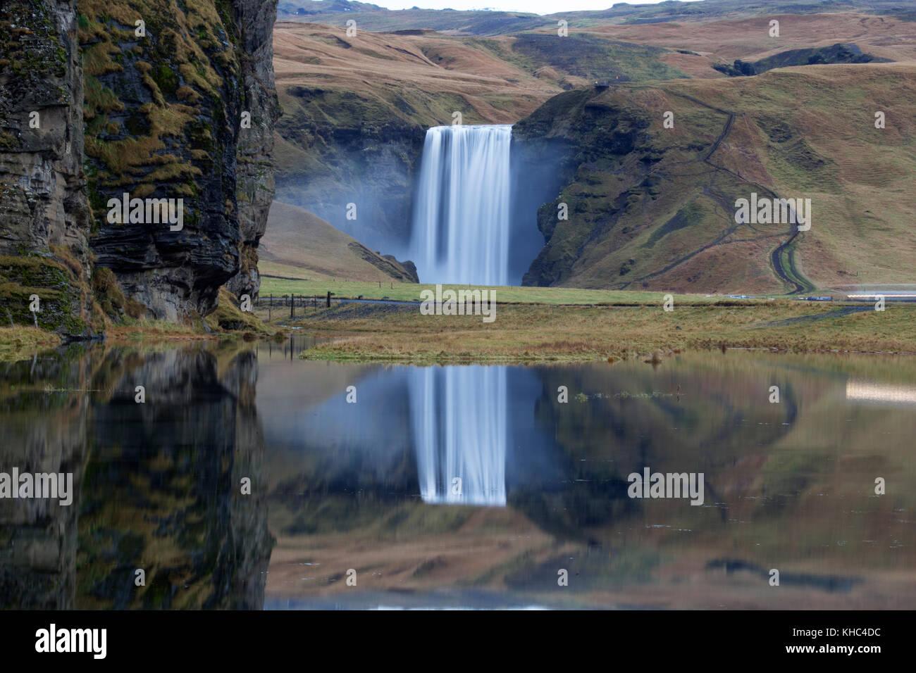 Wasserfall skógafoss an der Südküste Islands Stockbild