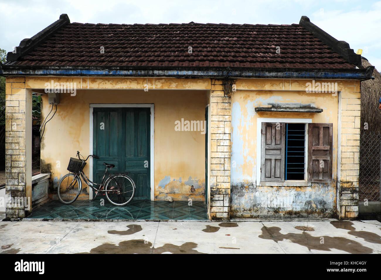Vietnamesische Altes Haus Mit Holz Tur Holz Fenster Und Fahrrad