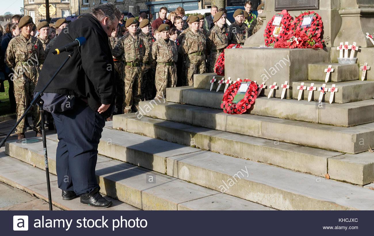 Reportagen, Archivierung, Trauerfeier Derbyshire County Ratsmitglied George Wharmby zahlt Respekt für die Gefallenen Stockbild