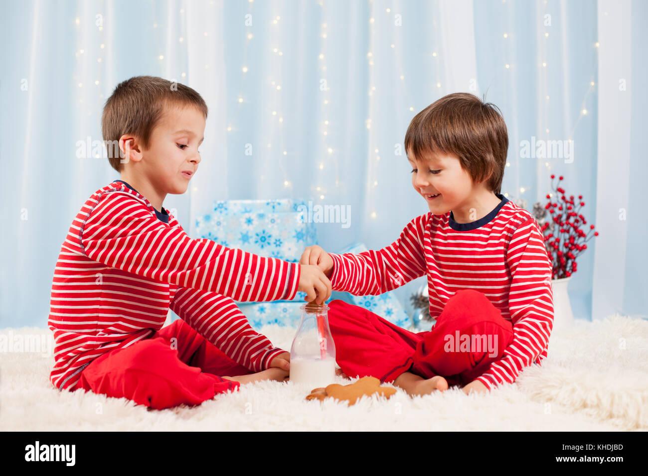 Kids Talking Laughing Stockfotos & Kids Talking Laughing Bilder - Alamy
