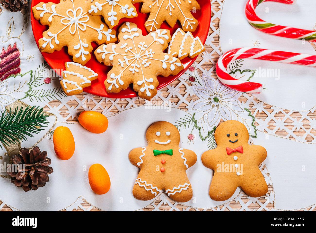 Weihnachten Lebkuchen Cookies Hausgemachte Auf Rote Platte Mit
