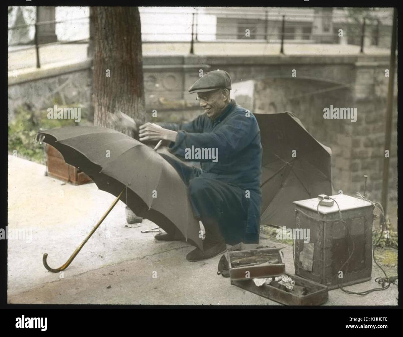 Sonnenschirm Reparatur Mann 6024678693 Stockfoto Bild 165727310