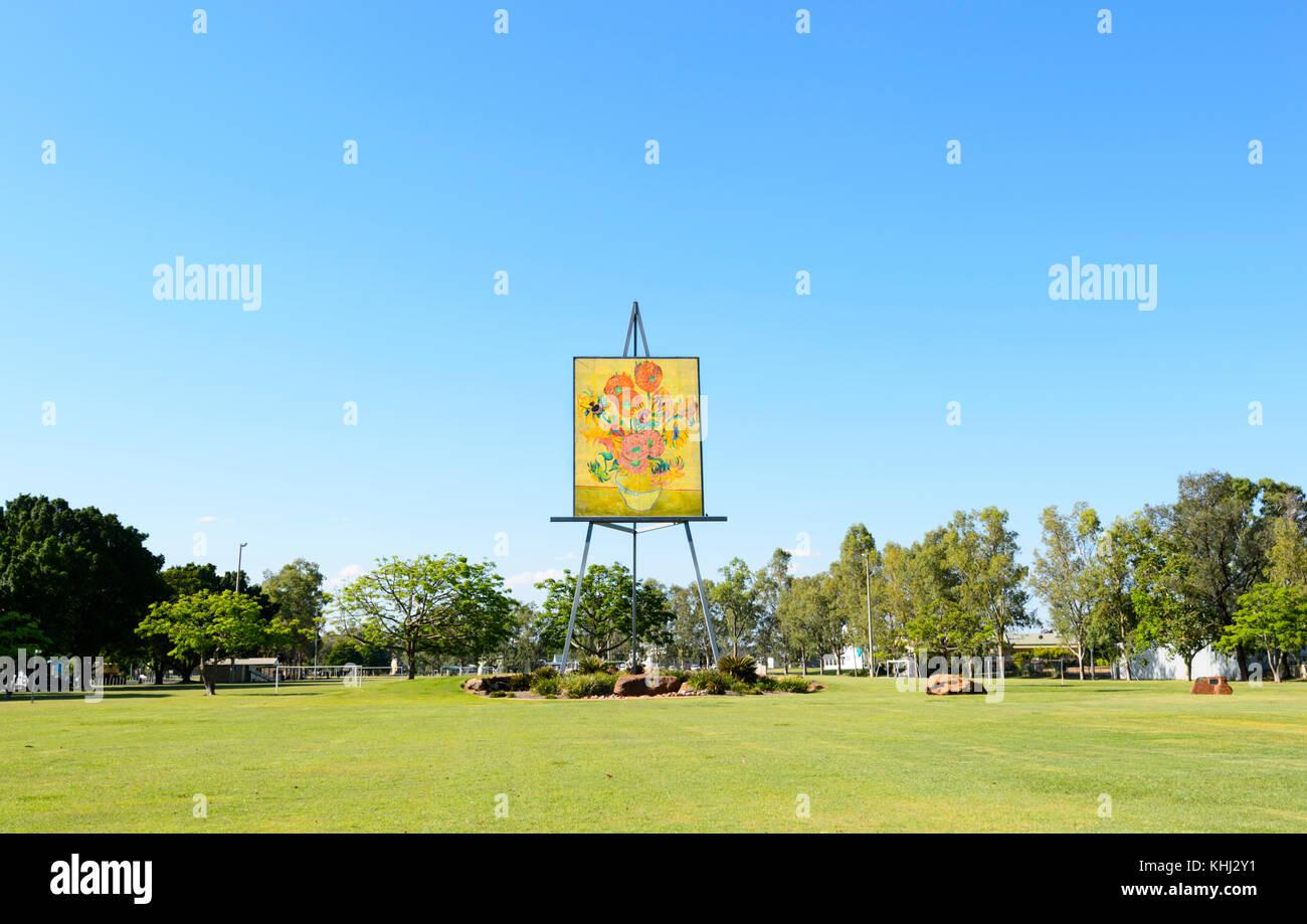 Die große Staffelei, Sonnenblumen von Van Gogh ist eine touristische Attraktion in Smaragd, Queensland, Queensland, Stockbild