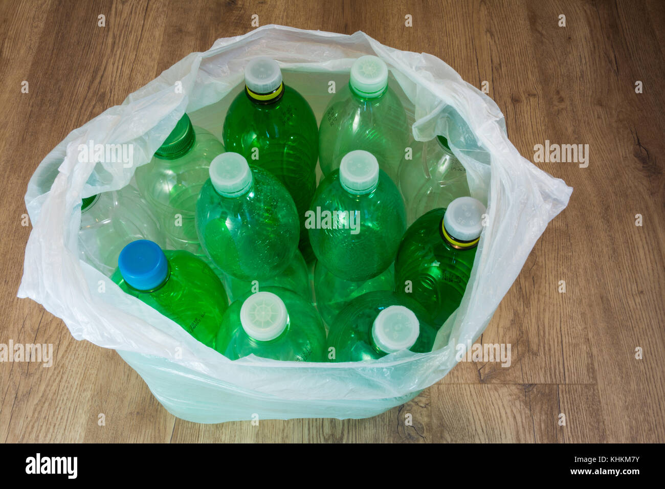 empty plastic bottles recycle stockfotos empty plastic. Black Bedroom Furniture Sets. Home Design Ideas
