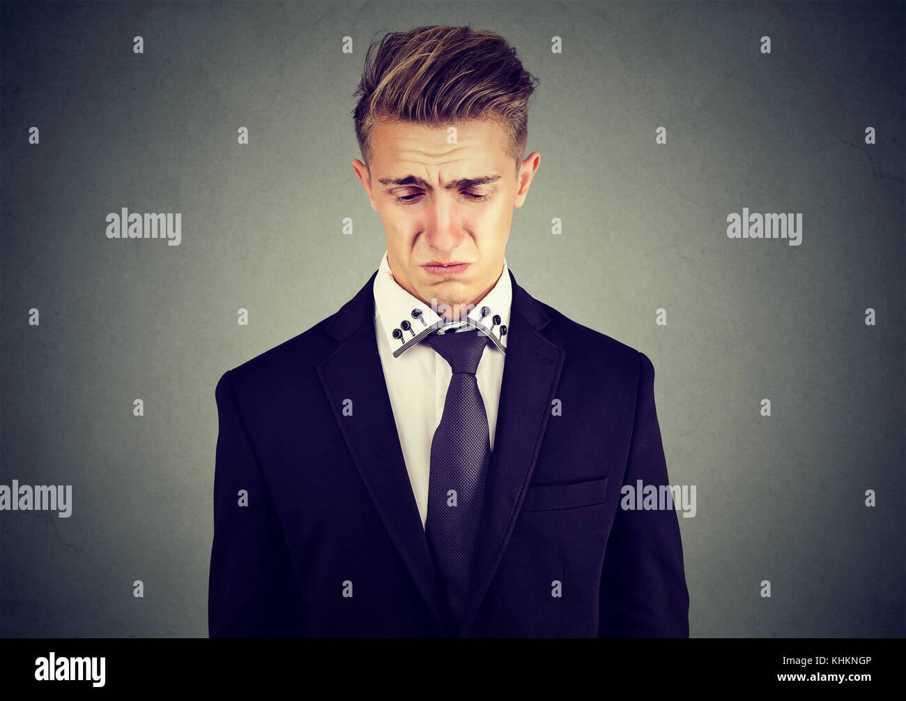 Nahaufnahme eines traurigen Weinen junge Geschäftsmann Stockfoto