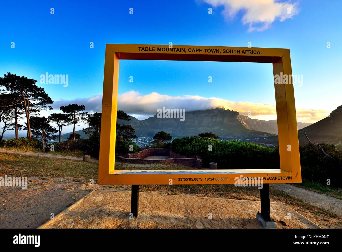 Blick vom Lionshead durch Bilderrahmen zum Tafelberg, Kapstadt ...