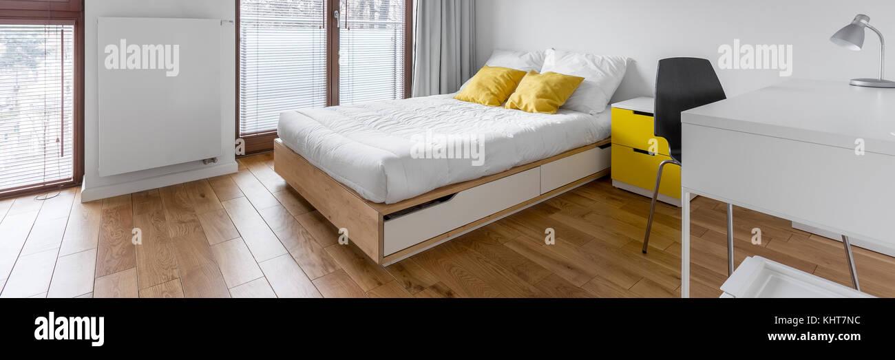 Weiß, multifunktionale Schlafzimmer mit Schreibtisch und Doppelbett ...