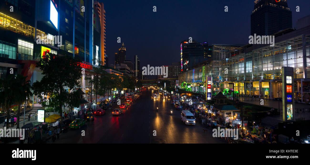 Bangkok Innenstadt bei Nacht Stockbild