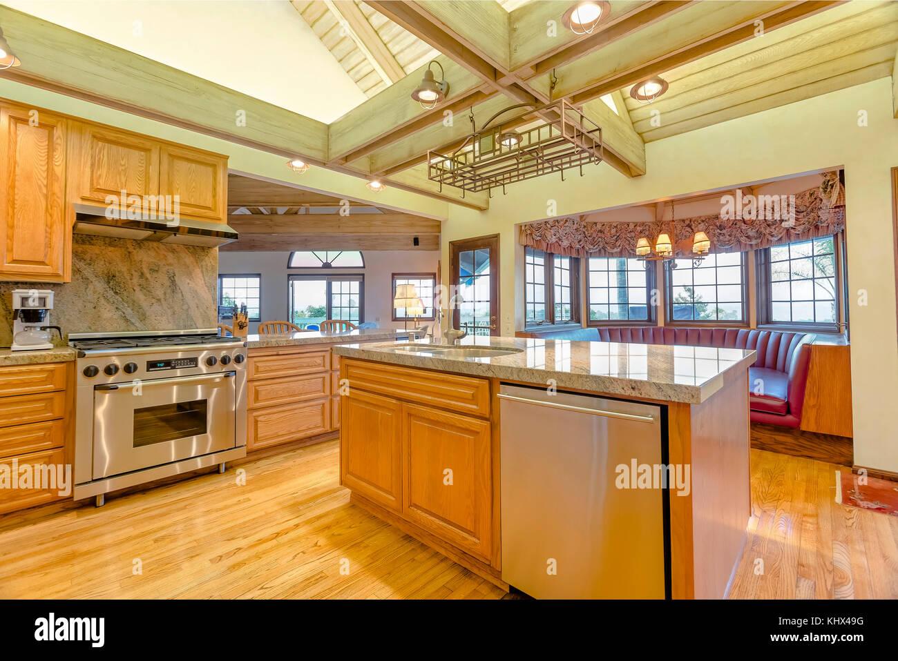 Kitchen With Beams Stockfotos & Kitchen With Beams Bilder - Seite 2 ...