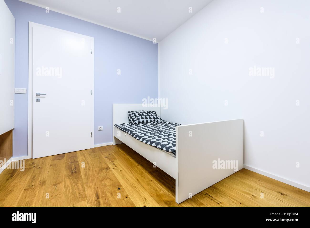Moderne spielen Kinder Zimmer mit Bett und Schreibtisch. gemütliche ...