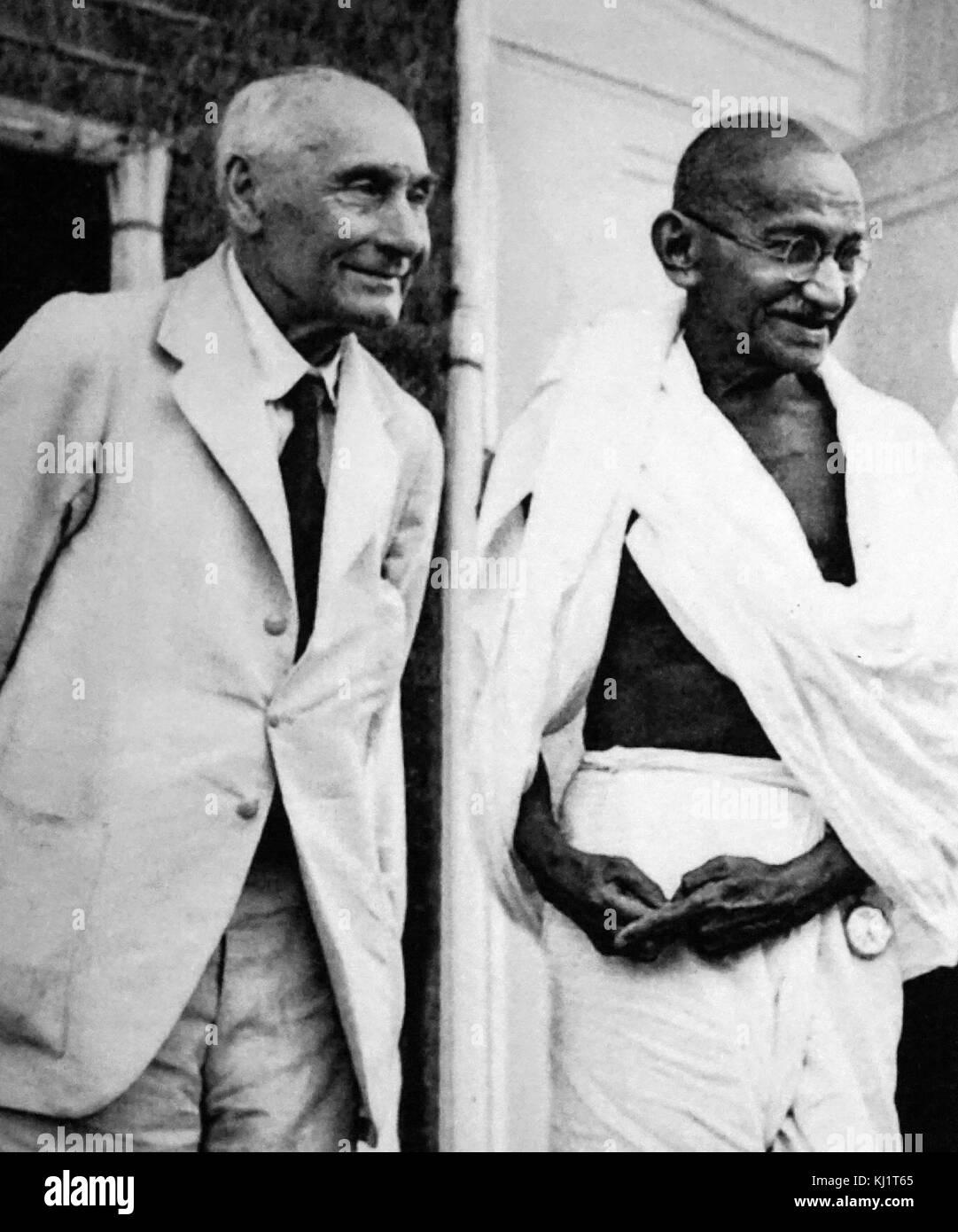 Pethwick Lawrence erfüllt Mahatma Gandhi im Jahre 1946. Friedrich Wilhelm Pethick-Lawrence, Baron Pethick-Lawrence, (1871 - 1961) war eine britische Labour-Politiker. Von 1945 bis 1947 war er Staatssekretär für Indien und Burma, mit einem Sitz im Kabinett, und war in den Verhandlungen, die zu der Unabhängigkeit Indiens 1947 Led beteiligt Stockfoto
