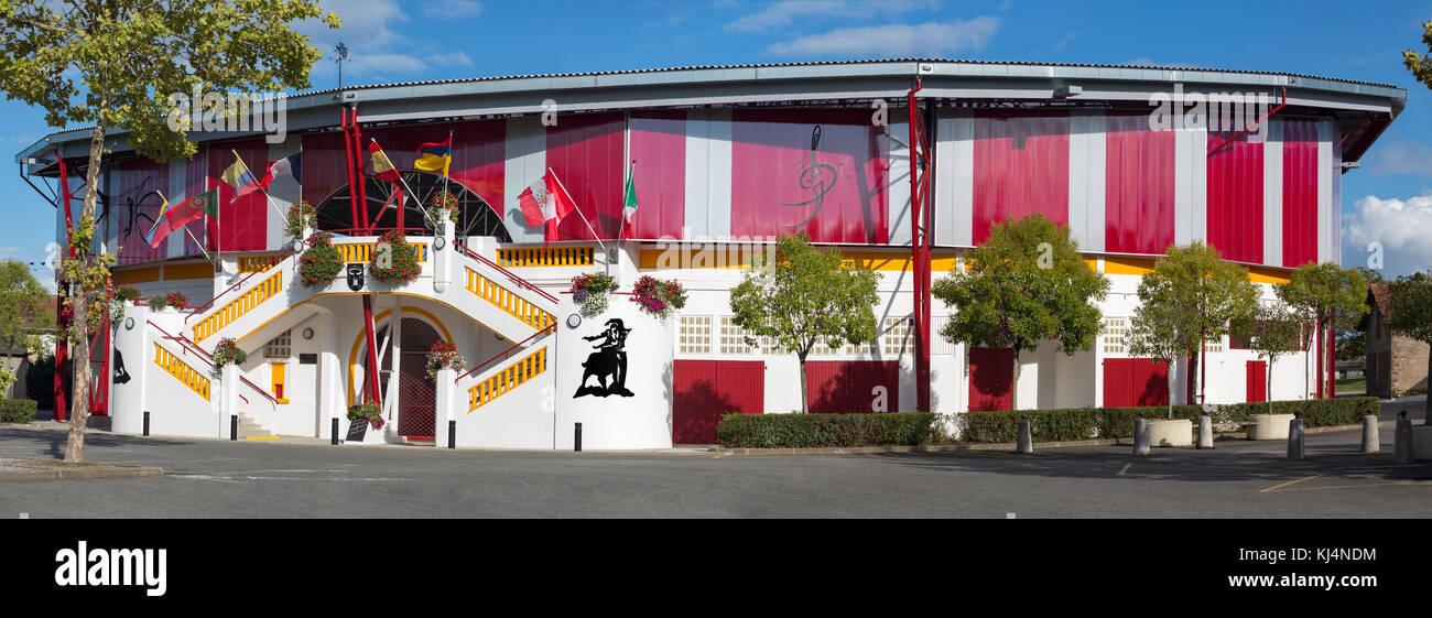 Eine Außenansicht der vor Kurzem renovierten Pomarez Arena (40360) (Landes (40), Nouvelle-Aquitaine, Frankreich). Stockbild