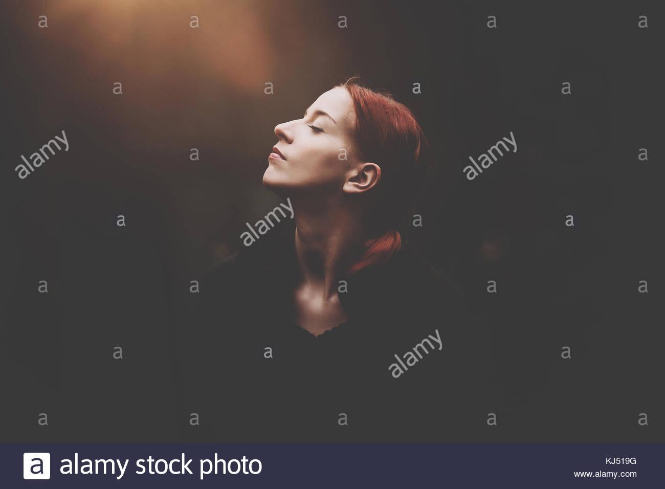 Frau mit roten Haaren Stockbild
