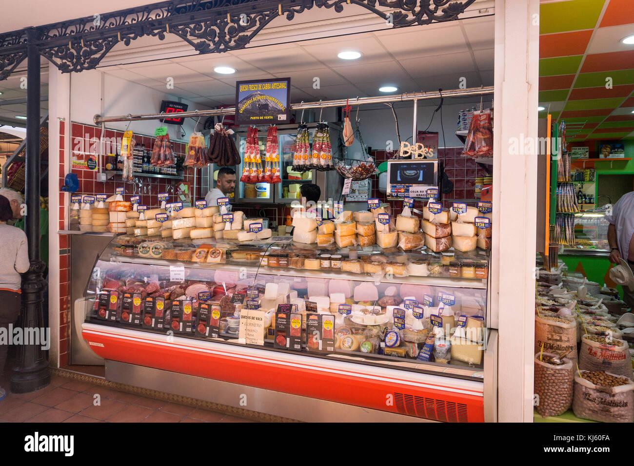 Kanarische Spezialitäten, Geschäfte im Mercado de Nuestra Señora de Africa, Stadt Markt in Santa Stockbild