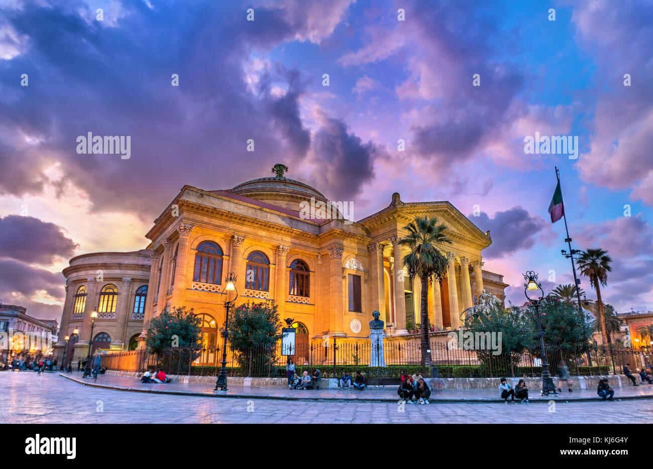 Das Teatro Massimo Vittorio Emanuele, der größten in Italien Opera ...