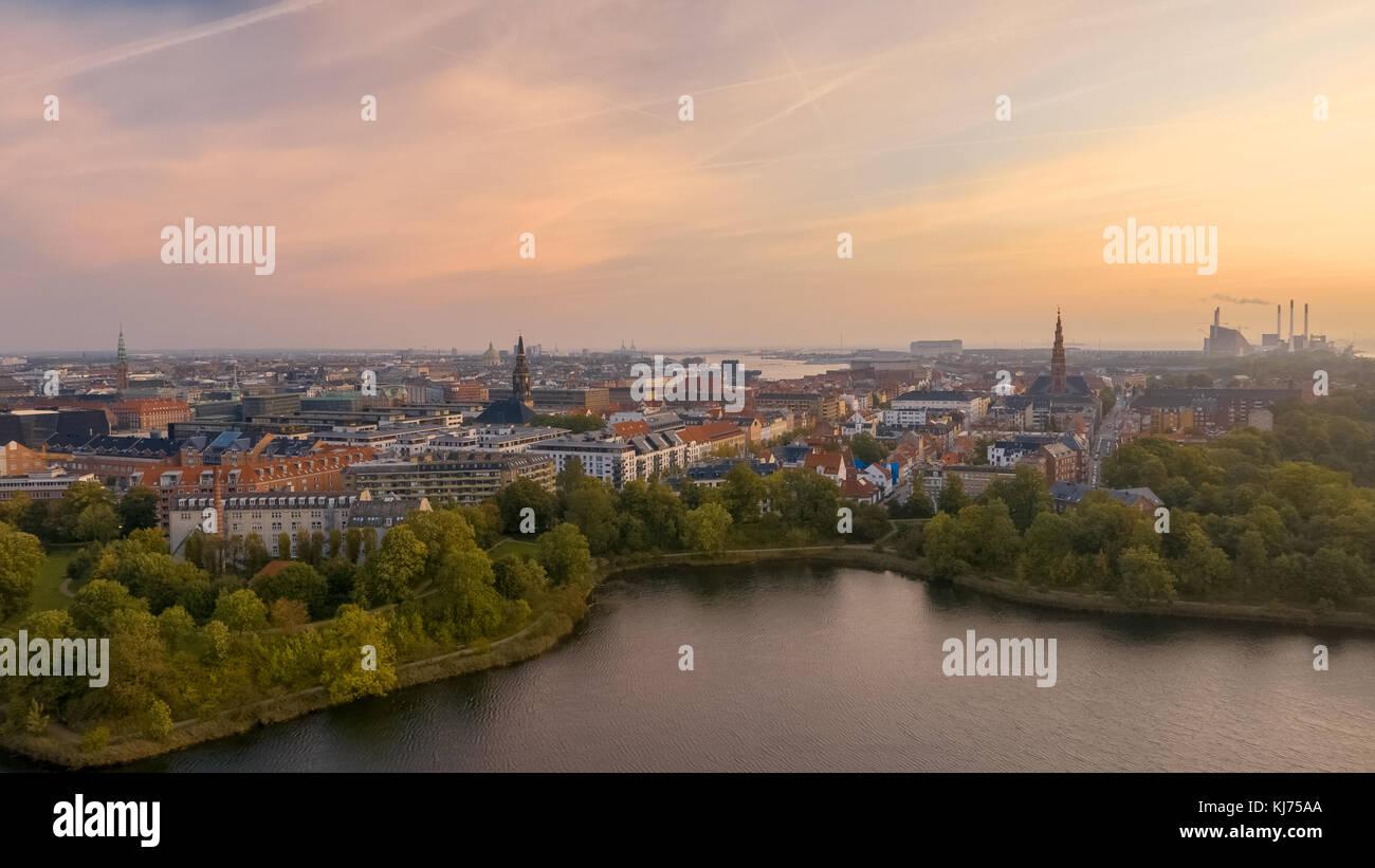 Hazy Stadtbild von Kopenhagen in der Morgendämmerung Stockbild