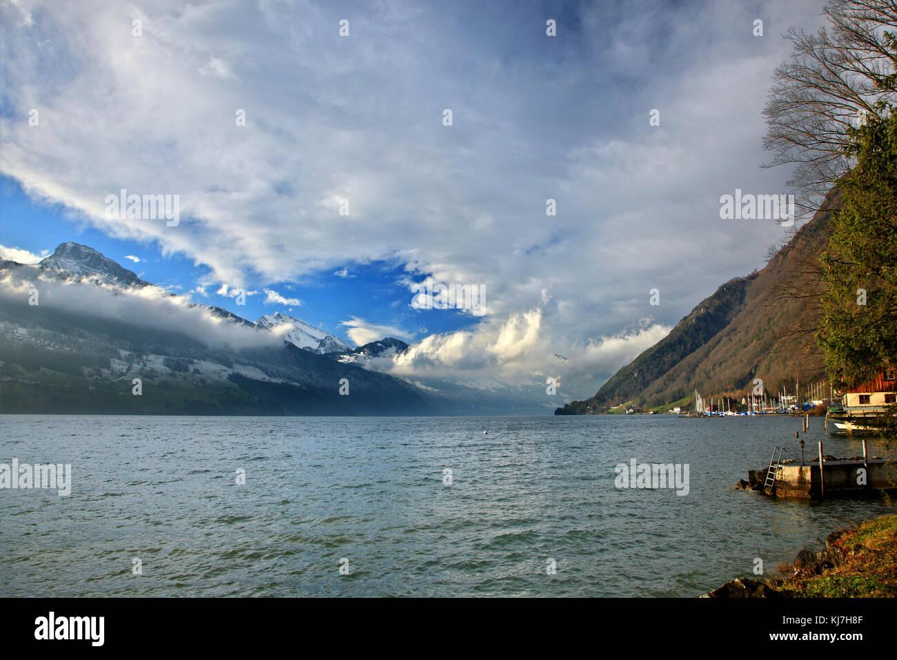 Der Punkt, wo Uri See (Urnersee) Luzern See entspricht. Foto bei Brunnen der Stadt, Schweiz übernommen. Stockbild