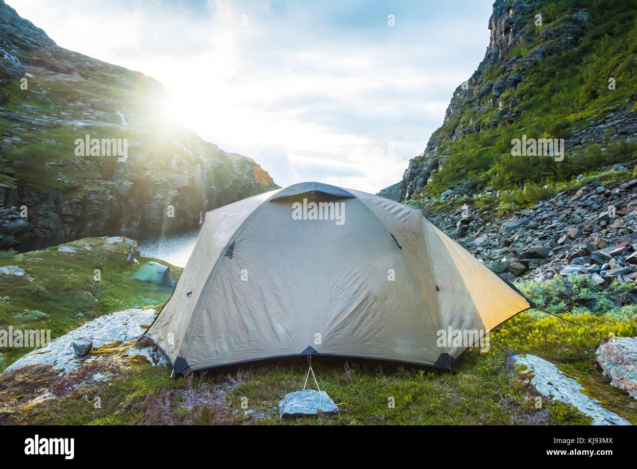 Touristische Hütte in den Bergen Sommer Sonnenuntergang Norwegen Stockbild