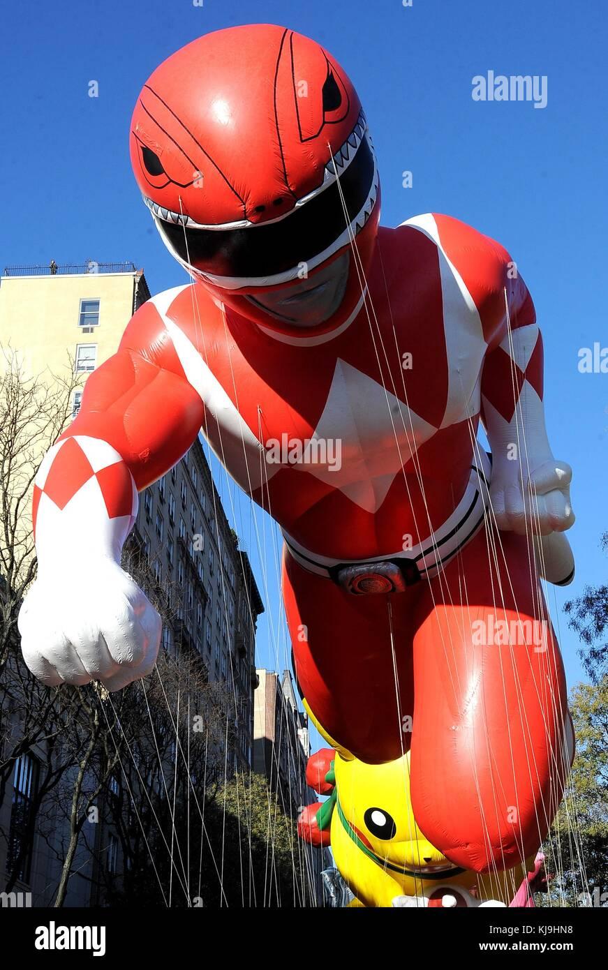 Red Power Ranger, Ballon heraus und über für die Thanksgiving Day Parade von Macy's anzusehen,, New Stockbild