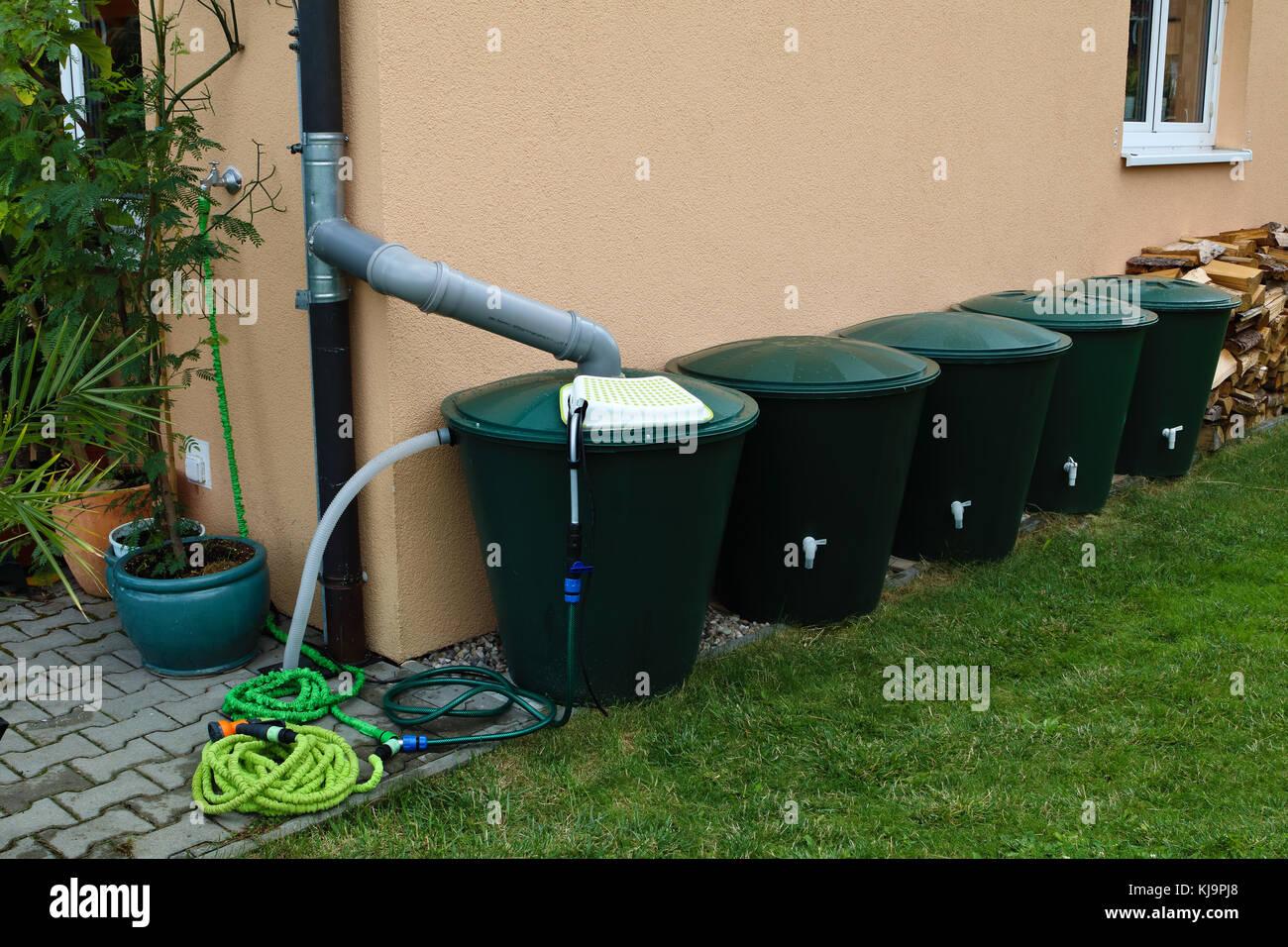 ansammlung und speicherung von regenwasser stockfotos & ansammlung
