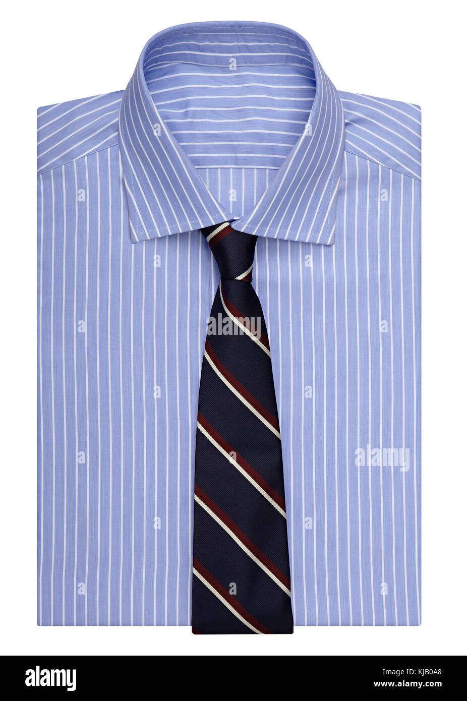 Elegante männlichen Gestreifte blaues Hemd mit Krawatte ordentlich gefaltet und auf Weiß in einem Fashion Stockbild