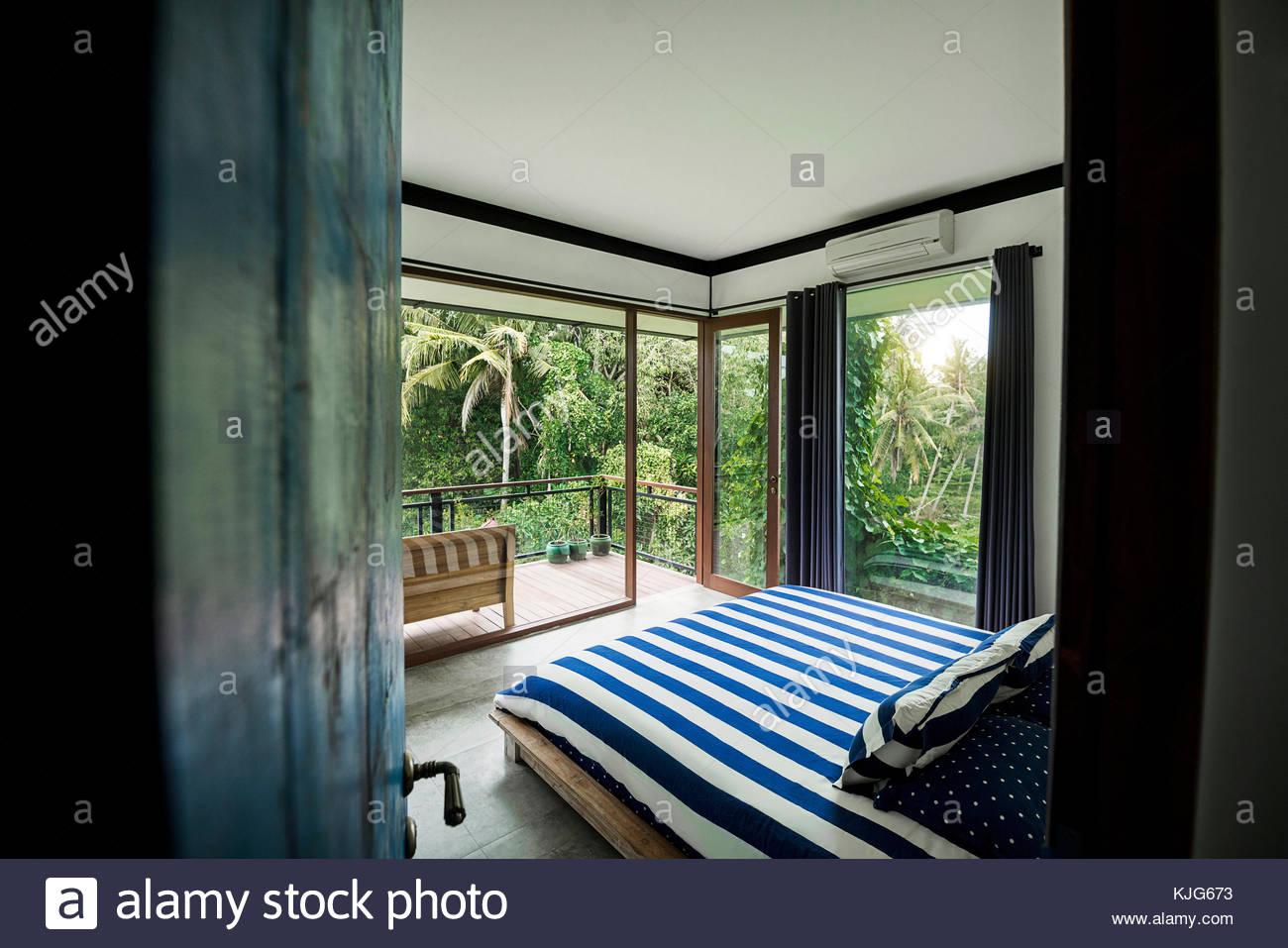 Modernes und gemütliches Schlafzimmer im modernen Design ...