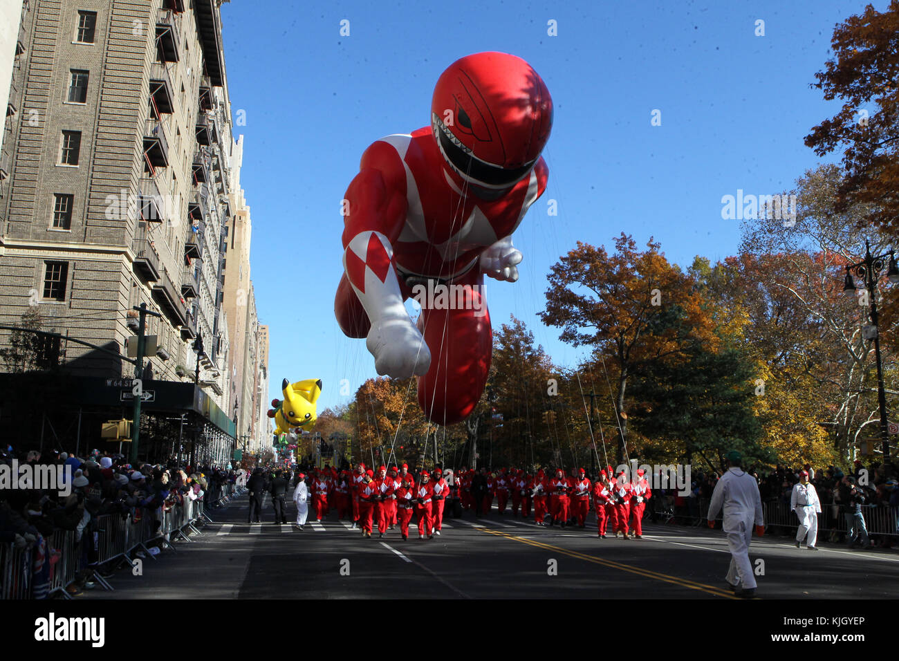 New York, NY, USA. 23 Nov, 2017. rot Mighty morphin Power Ranger ballon Thanksgiving Tag der 91st jährlichen Stockbild