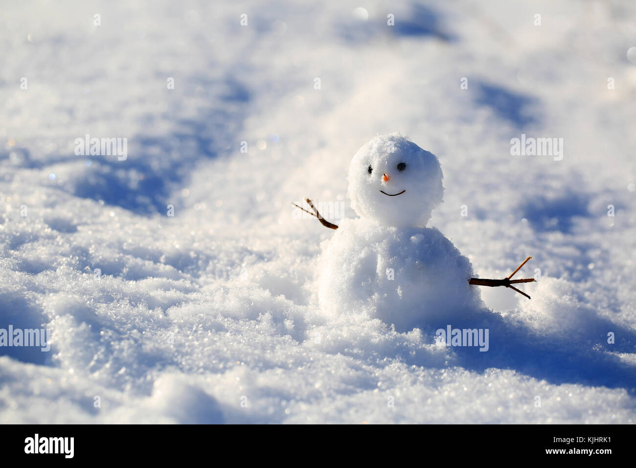 Schnee Lustige Bilder.Lustige Schneemann Auf Dem Schnee Hintergrund Stockfoto