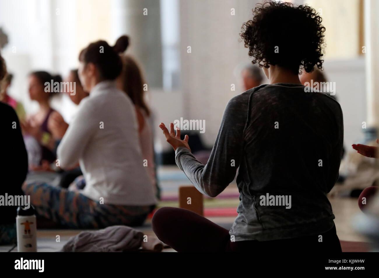 Chamonix Yoga Festival. Yoga Klasse. Frankreich. Stockbild