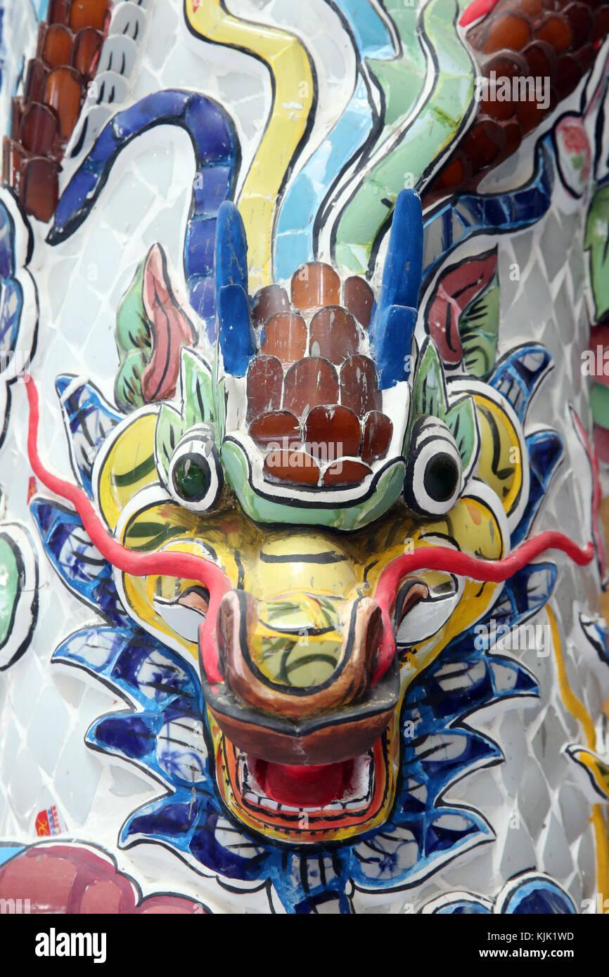 Linh Phuoc buddhistischen Pagode. Chinesischer Drache traditionell starke und verheissungsvollen Mächte symbolisieren. Stockbild