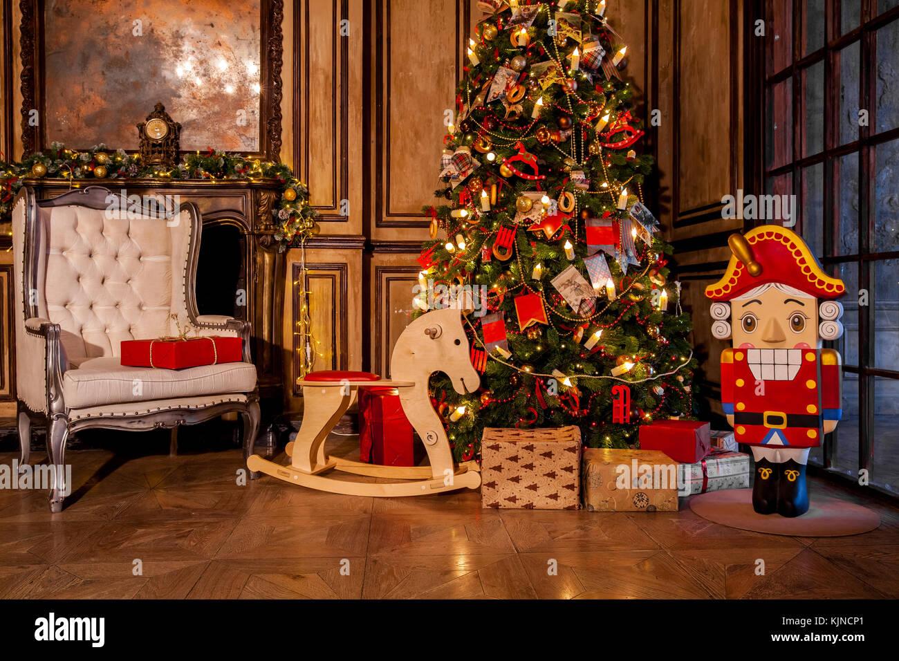 Weihnachten Dekoration In Den Grunge Zimmer Mit Kamin Horse Rocking