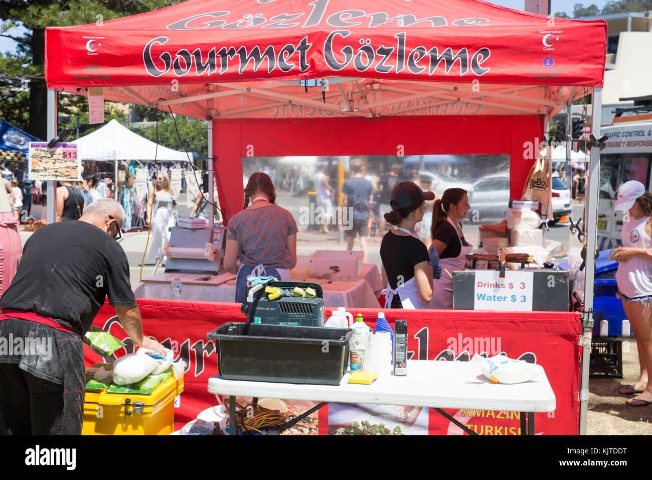 Türkische Gourmet Gözleme garküche dieses berühmte Fladenbrot essen Verkauf in Sydney, Australien Stockbild