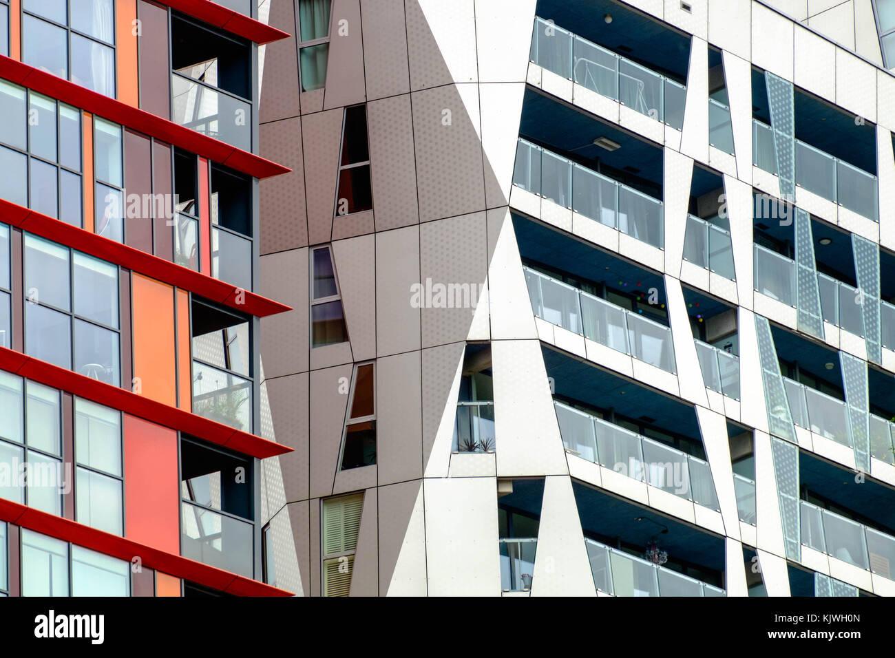 Ein Blick auf die zeitgenössische Architektur in Rotterdam in den Niederlanden. Stockbild