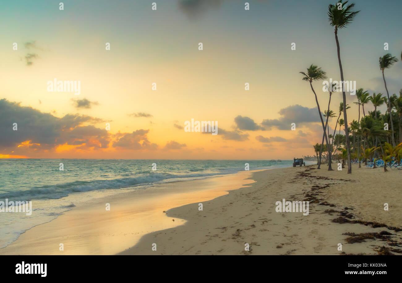 Sonnenaufgang in Punta Cana in der Dominikanischen Republik. Stockbild