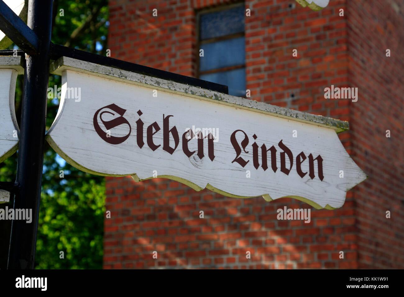 Straßenschilder zu Ökodorf Sieben Linden in der Nähe von beetzendorf/Salzwedel, Sachsen - Anhalt, Stockbild