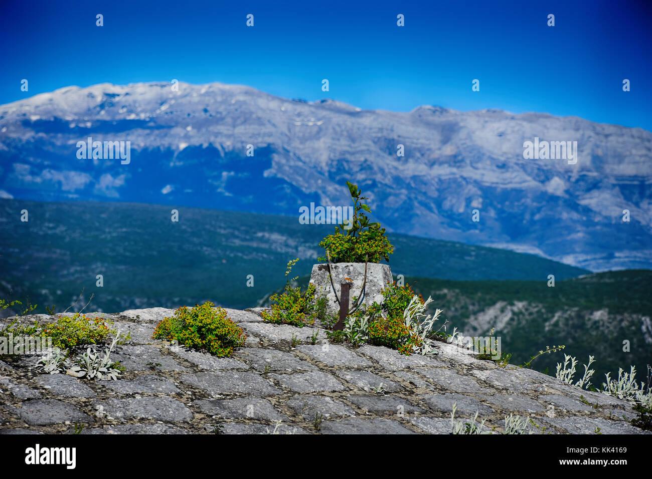 Von Knin Festung zu Dinara Berg, Knin, Kroatien Stockbild