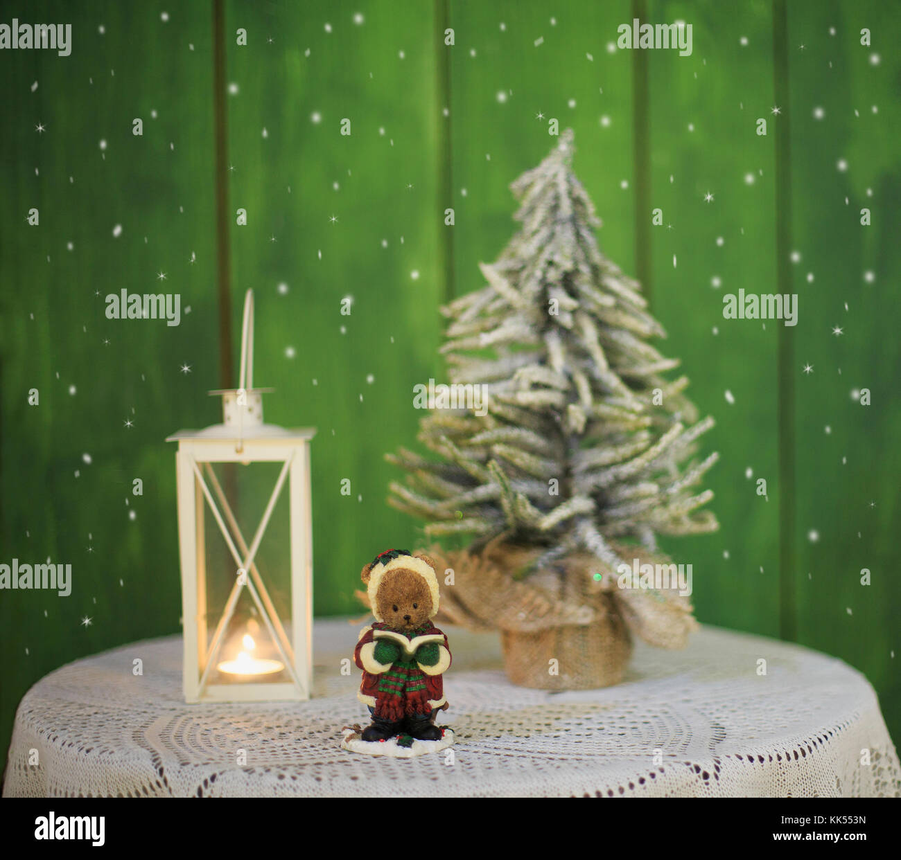 Christmas Lighted Candle Christmas Tree Stockfotos & Christmas ...