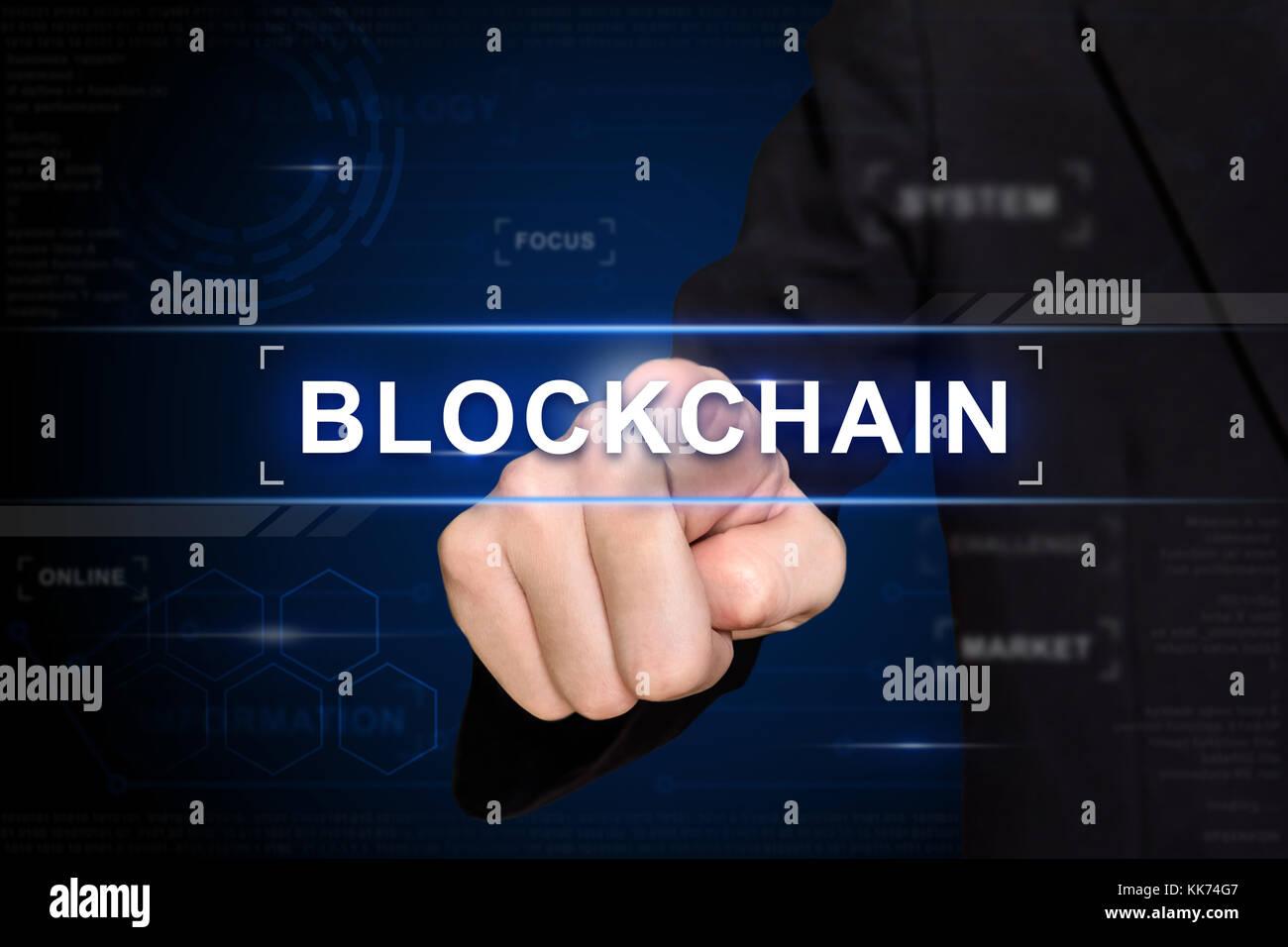 Business Hand blockchain klicken Sie auf virtuellen Bildschirm Stockbild