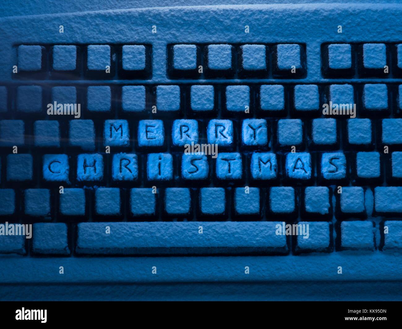 Schriftzug Frohe Weihnachten Beleuchtet.Computer Tastatur Mit Schriftzug Frohe Weihnachten Auf