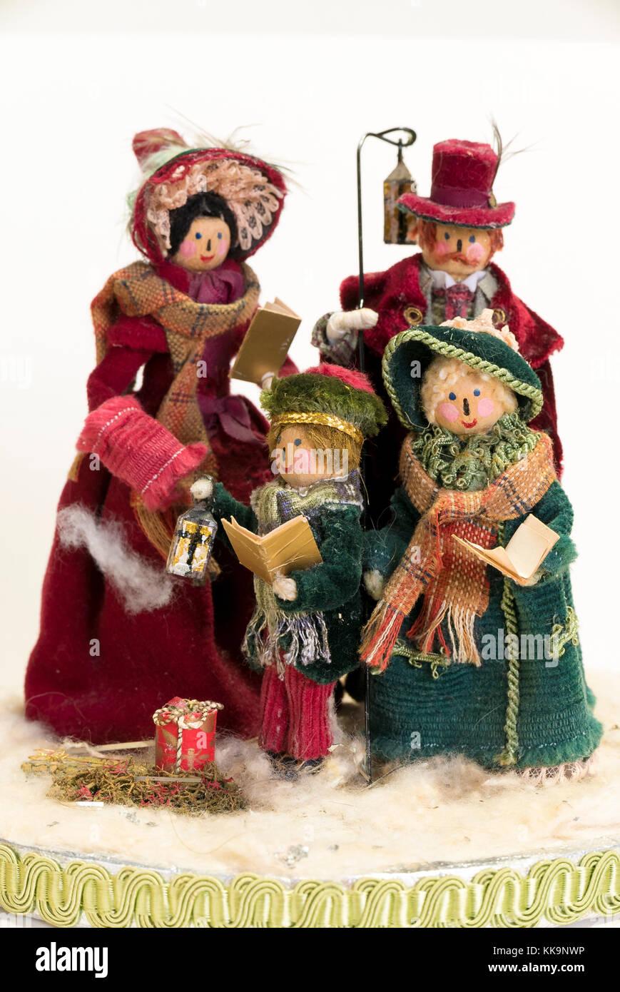 Verschiedene Weihnachtslieder.Ein Weihnachten Festliche Dekoration Aus Holz Gestaltete Pegs Und