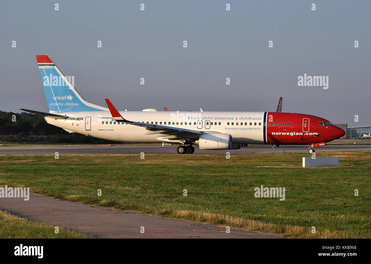 "Norwegian Air Shuttle B737-800 (w) ln-nge' Unicef für Kinder"" Stockbild"