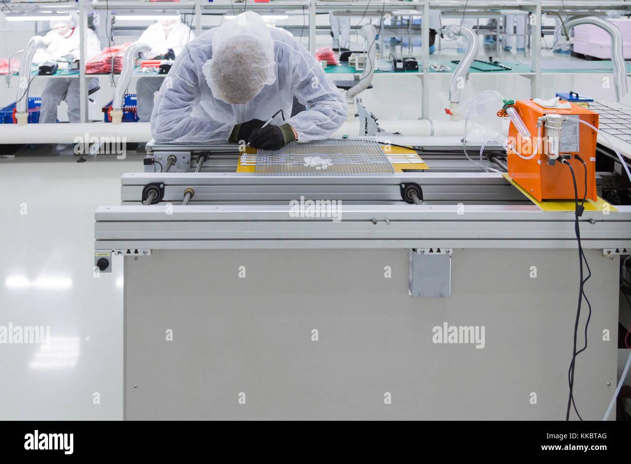 Die Produktion von Fernsehgeräten Stockbild