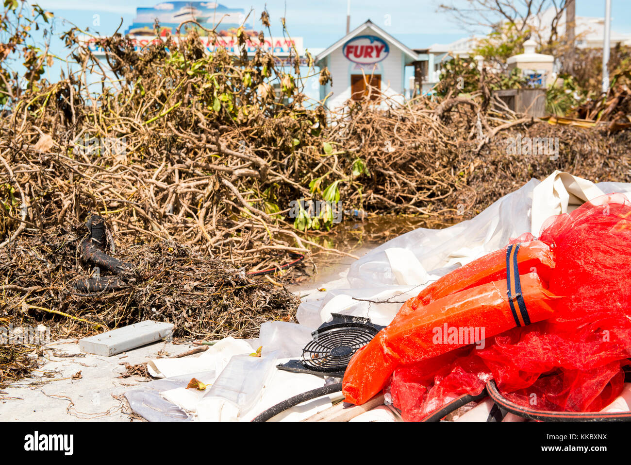 Schmutz Würfe die Straße in die Folgen des Hurrikans irma September 15, 2017 in Key West, Florida. (Foto Stockbild