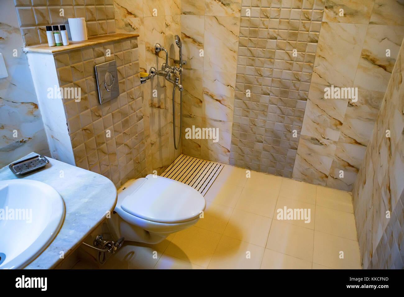 toilet water stockfotos toilet water bilder alamy. Black Bedroom Furniture Sets. Home Design Ideas